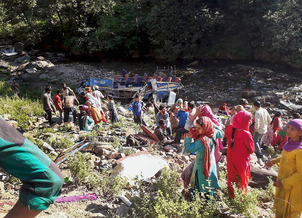 35 dead as bus falls into gorge in J&K