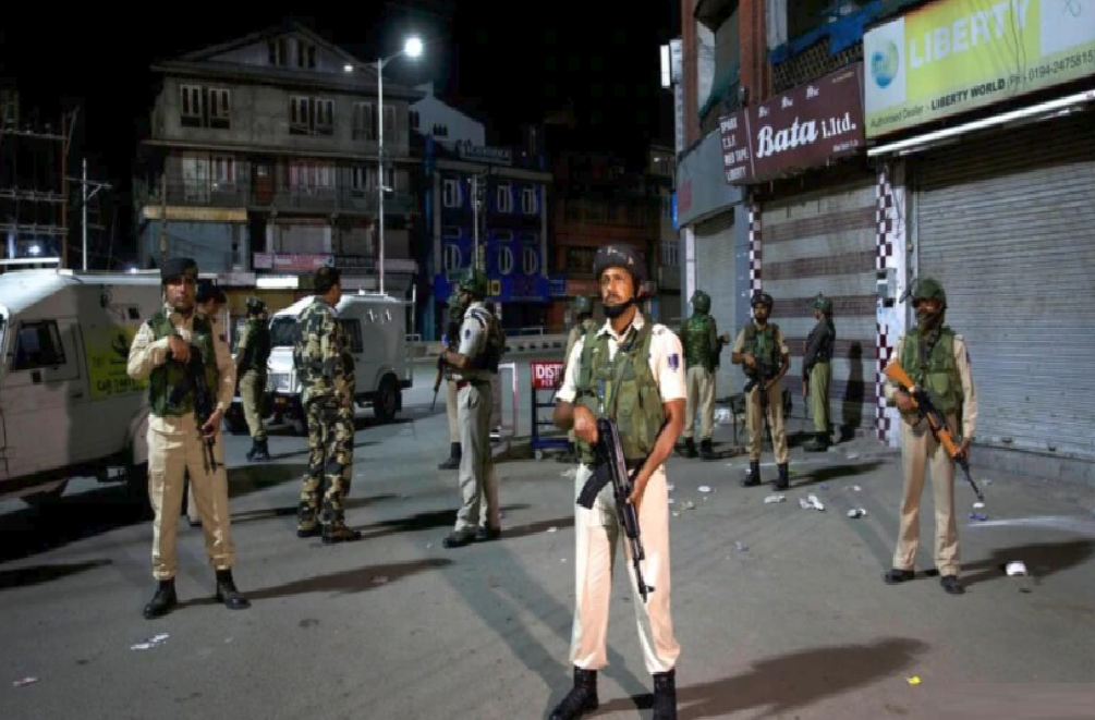 Security tightened in J&K in view of resolution against Article 370