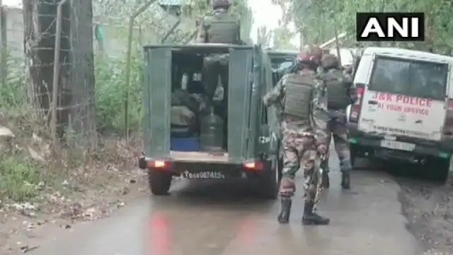 Jammu and Kashmir: Encounter between security forces and militants continues in Yedipora Pattan area of Baramulla